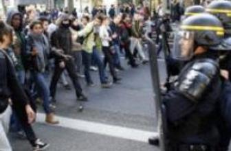 Fransa: Liseliler sınır dışı vakalarını protesto ediyor