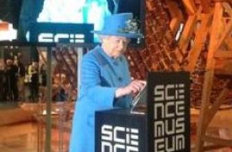 Kraliçe II. Elizabeth de Twitter'la tanıştı