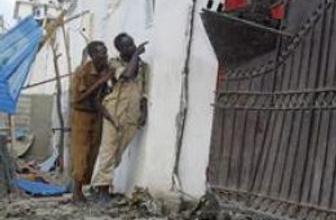 Somali'de otele saldırı: Diplomatlar pencereden atladı