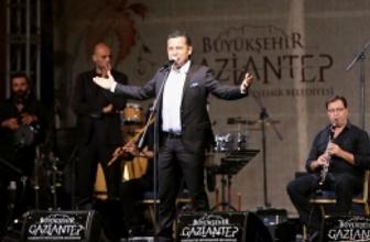 Gaziantep bayramı Ferhat Göçer ile erken kutladı