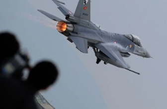 Türk F-16'larına havadan-karadan taciz