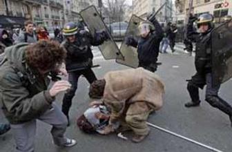 Öğretmenlere polis copu