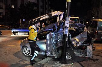 Ankara'da minibüs 2 otomobile çarptı: 1 ölü, 3 yaralı