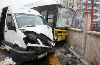 Diyarbakır'da halk otobüsü ile servis minibüsü çarpıştı