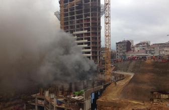 Kadıköy'de 13 katlı inşaatta yangın! Patlama sesleri geliyor
