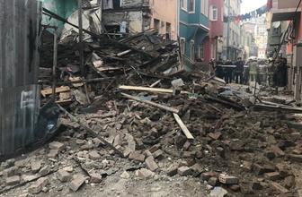 Balat'ta 3 katlı binada çökme