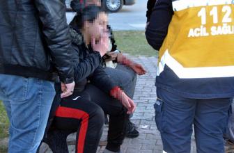 Evden kaçan 2 kız, bileklerini keserken bulundu