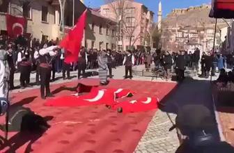Bayburt'ta İstiklal Marşı okundu protokol ayağa kalkmadı