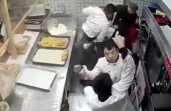 Mutfak ringe döndü! Çalışanlar birbirine girdi
