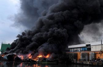 Endonezya'da 18 balıkçı teknesi yandı