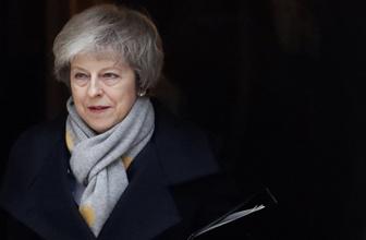 İngiltere'de 3 bakan birden istifa etti