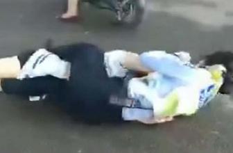 Kadın polis sürücünün eşi ile saç baş birbirine girdi