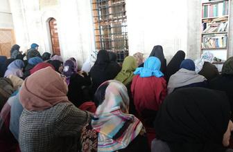 Regl olan kadınlar cuma günü hangi duayı okuyabilir?