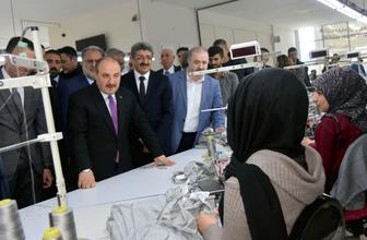 Bakan Mustafa Varank Van'da tekstil atölyesini ziyaret etti