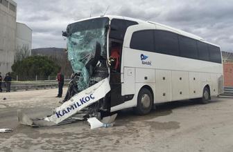 Amasya'da yolcu otobüsü ile kamyon çarpıştı! Çok sayıda yaralı var
