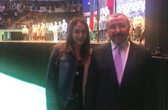 AK Parti Ataşehir adayı İsmail Erdem liseli Begüm'ün hayalini gerçekleştirdi