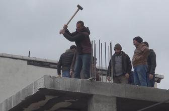 Arnavutköy'de yaptıkları kaçak inşaatı kendileri yıktılar!