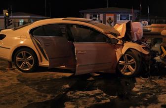 Niğde'de otomobil otobandaki gişelere çarptı: 2 ölü 1 yaralı