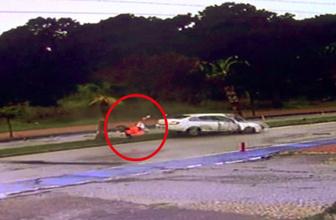 Antalya'da Korkunç kaza! Arabanın içerisinden yola böyle fırladı