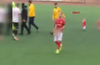 Futbolcu taraftara cinsel organını gösterdi!