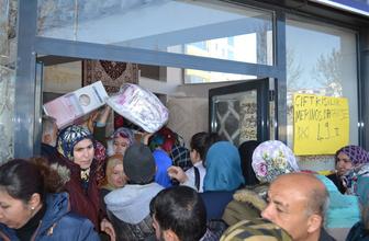 Aksaray'da halıda yüzde 70 indirim izdihamı birbirlerini ezdiler