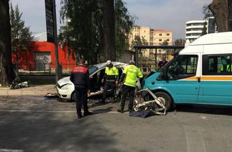 İzmir'de can pazarı! Minibüsle otobüs çarpıştı, ölü ve yaralılar var