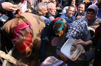 Manisa'da mesir festivali karma töreninde kazan izdihamı