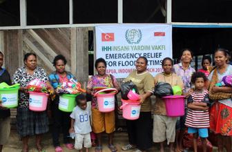 İHH Endonezya'ya sel nedeniyle acil yardım yapıyor