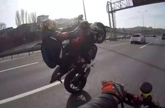Motosikletli trafik magandasının tehlikeli hareketleri kamerada!