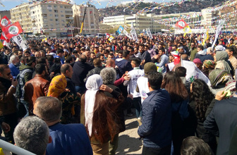 Kocaeli'deki HDP mitinginde Öcalan lehine slogan atan 8 kişi gözaltına alındı