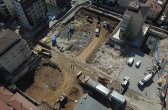 Kartal'da yıkılan bina alanına yenisi yapılıyor