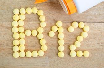 B12 eksikliğinin belirtileri nelerdir baş dönmesi ve kuvvet kaybınız varsa...