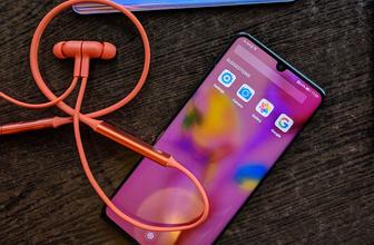 Huawei Freelace'i tanıttı! İşte kablosuz kulaklığın özellikleri ve fiyatı