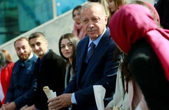 Erdoğan canlı yayının ardından gençlerle dürüm yedi