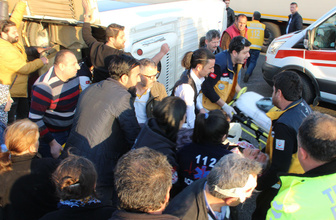 Düzce'de minibüs devrildi: 17 yaralı