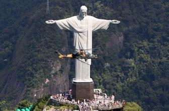 Atak'tan Brezilya semalarında İsa Heykeli ile poz