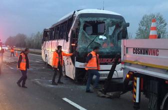 Sakarya'da yolcu otobüsü devrildi çok sayıda yaralı var