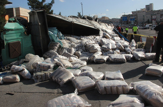Şanlıurfa'da freni boşalan kamyon 4 aracı hurdaya çevirdi