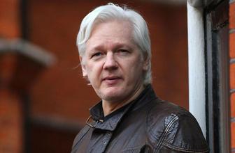 Ekvador'dan Julian Assange isyanı dışkısını duvara sürüyormuş