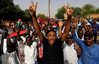 Sudan'da halk yeniden sokaklara döküldü!