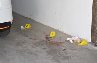 İzmir'de dehşet: Eşini vurup fare zehri içti!
