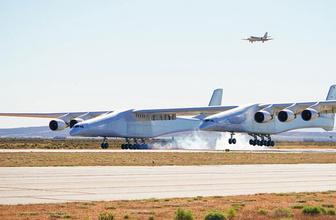 Dünyanın en büyük uçağı ilk uçuşunda görenleri büyüledi