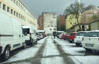 İzmir Tire'de dolu yağışı çevreyi beyaza bürüdü