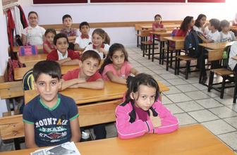 Pazartesi günü okullar yarım gün mü arefe günü tatil mi MEB