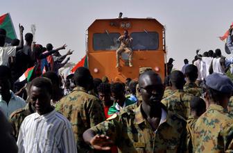 Sudan karıştı! Askerler ve halk karşı karşıya