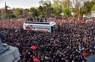 Saraçhane'de mazbata sonrası Ekrem İmamoğlu kalabalığı
