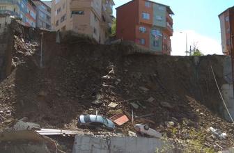Kağıthane'de dev bina çöktü! Otomobiller enkazın altında kaldı
