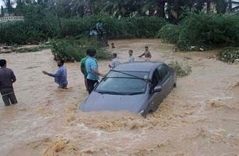 Sel ve toprak kayması 37 can aldı