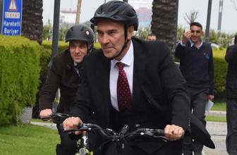23 Nisan kutlamalarına Tunç Soyer bisikletle gitti