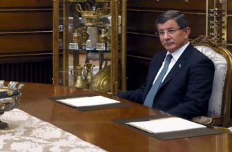 Ahmet Davutoğlu partisinden hemen istifa etmeli Fuat Uğur yerden yere vurdu